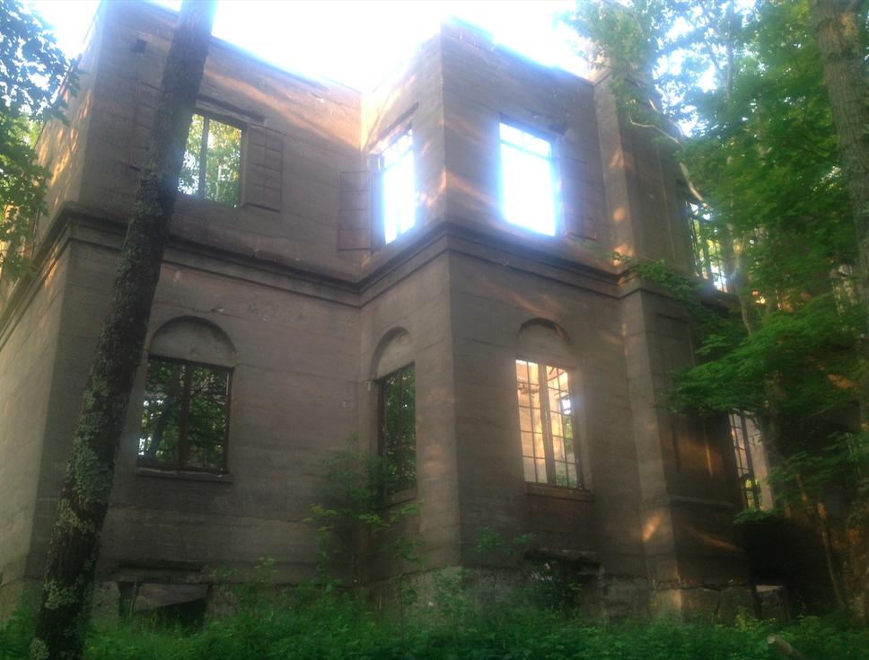 abandoned-overlook-hotel.jpg