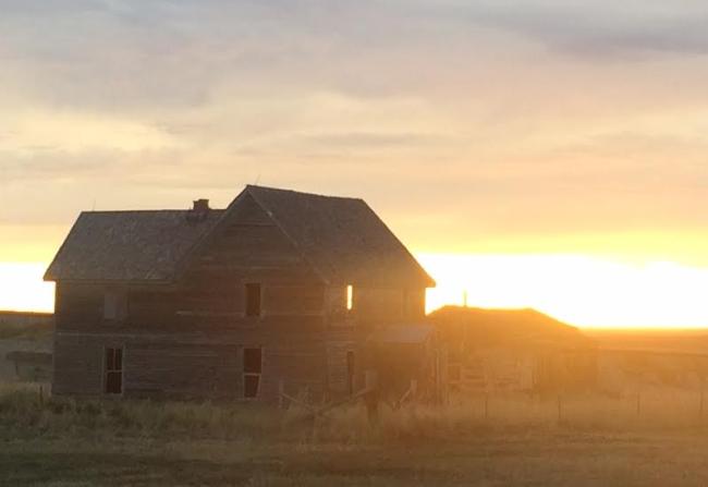 abandoned-house-sunset.jpg